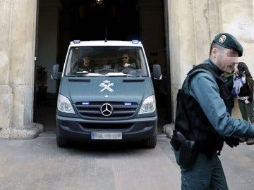 Furgón de la Guardia Civil trasladando a Correa, Crespo y El Bigotes