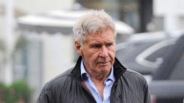 Harrison Ford paseando por Beverly Hills