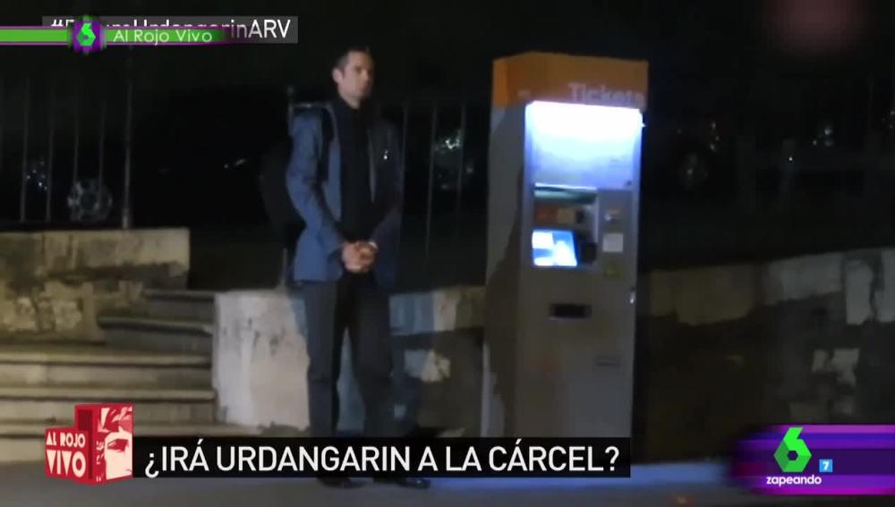 Iñaki Urdangarin esperando el autobús