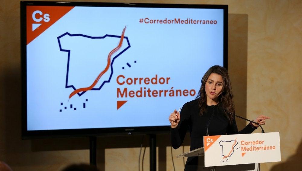 La portavoz del partido, Inés Arrimadas, durante su intervención en una reunión de trabajo a favor del Corredor del Mediterráneo