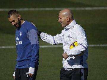 Zidane, junto a Benzema