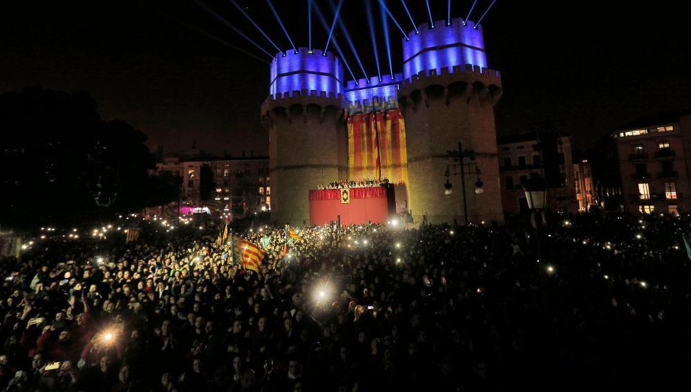 Un momento del multitudinario acto de la Crida en las Fallas de Valencia
