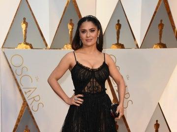 La actriz Salma Hayek posa para los medios