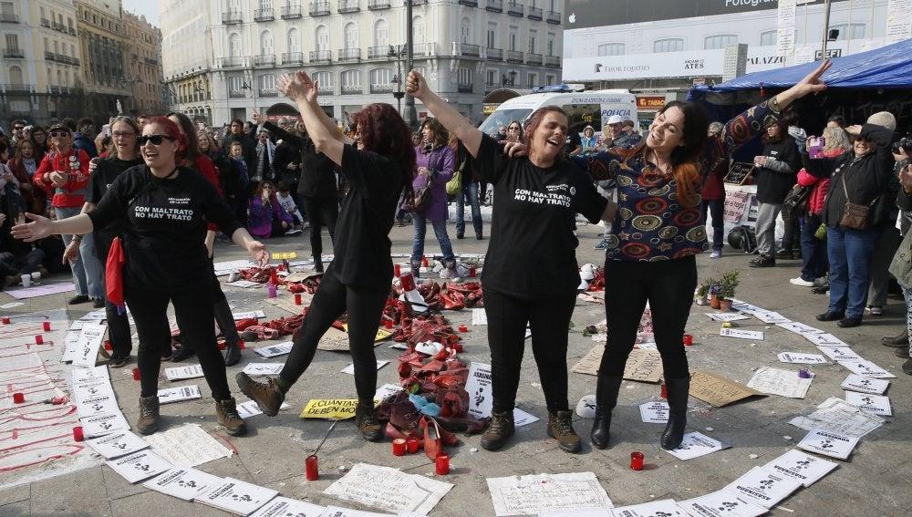 Desde hace casi tres semanas un grupo de mujeres en huelga de hambre acampa en la Puerta del Sol