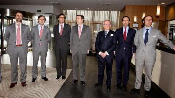 José María Ruiz Mateos, acompañado de seis de sus hijos en 2011