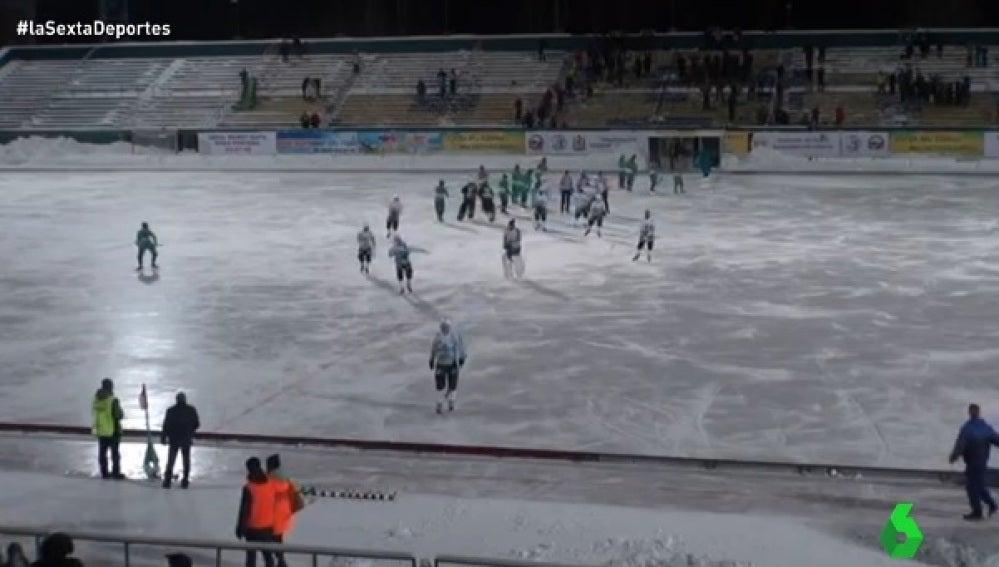 Partido de hockey hielo en Rusia
