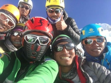 Alex Txikón, con su expedición en el Everest