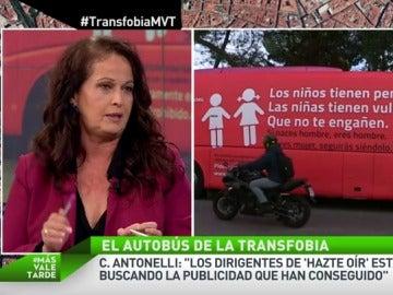 """Frame 165.313216 de: Carla Antonelli: """"Es una sinvergonzonería pasear el autobús transfóbico de Hazte Oír frente a los colegios"""""""