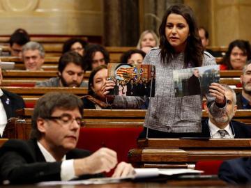 Inés Arrimadas interpela al presidente de la Generalitat Carles Puigdemont