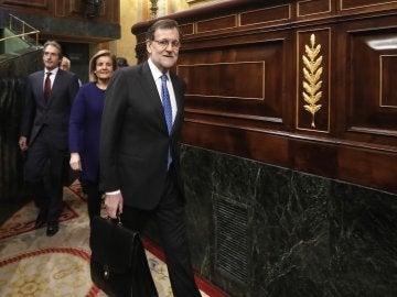 El presidente del Gobierno, Mariano Rajoy, a su llegada al hemicíclo del Congreso
