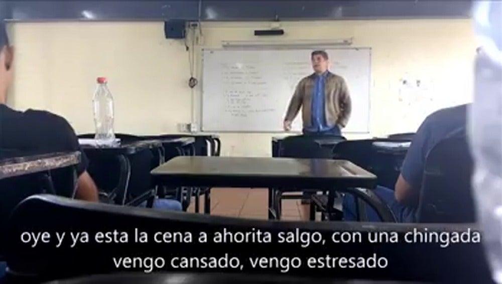 """Frame 11.469633 de: Un profesor universitario mexicano, sobre la mujer: """"¿Te duele la cabeza pendeja? Tengo ganas de coger y la chingada, así que te quiero ya"""""""