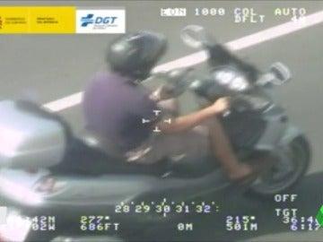 Frame 2.029999 de: moto y movil