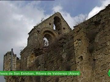 Frame 2.71216 de: iglesia abandonada