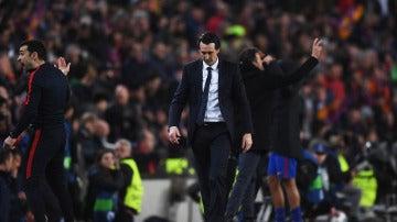 Unai Emery se lamenta tras un gol del Barcelona