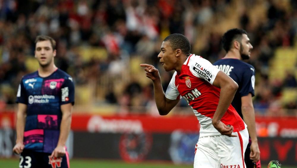 Mbappe celebra un gol