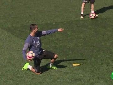 Frame 12.782608 de: El entrenamiento más animado del Real Madrid