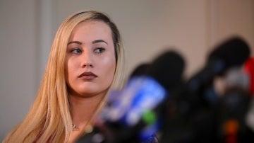 La marine Marisa Woytek durante una conferencia de prensa por las fotografías íntimas publicadas sin su consentimiento