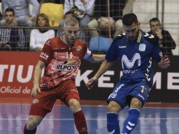 Bruno Nogueira pasa el balón ante Miguelín