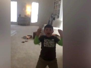 Reacción de un niño al saber que no tiene cáncer