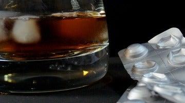 ¿Por qué los médicos aconsejan no beber alcohol cuando nos estamos medicando?
