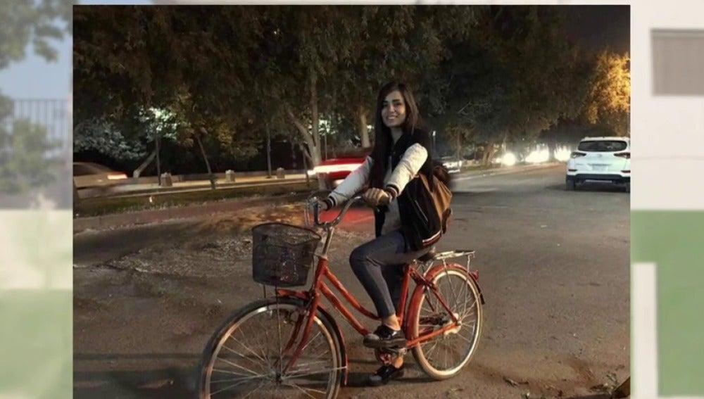 Frame 5.568945 de: Marina Jaber, la artista que desafía al machismo de Irak montando en bicicleta