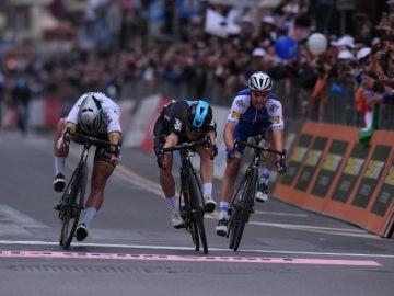 Michal Kwiatkowski se impone en el sprint a Sagan y Julian Alaphilippe