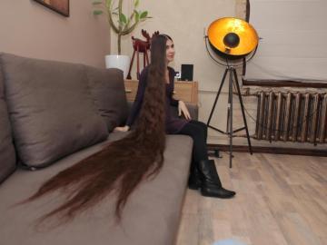 El pelo de una joven mide dos metros y pesa dos kilos