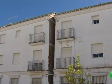Unos 300 vecinos esperan una solución desde hace seis años a las grietas de sus casas en Arcos de la Frontera, Cádiz