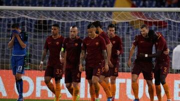 Los jugadores de la Roma celebran un gol ante el Sassuolo