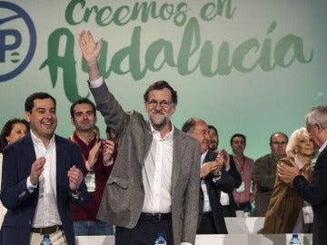 Mariano Rajoy junto a Juanma Moreno