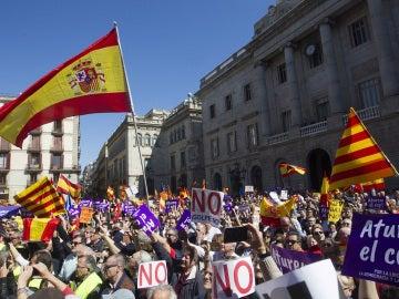 Multitudinaria manifestación contra el proceso soberanista en Barcelona