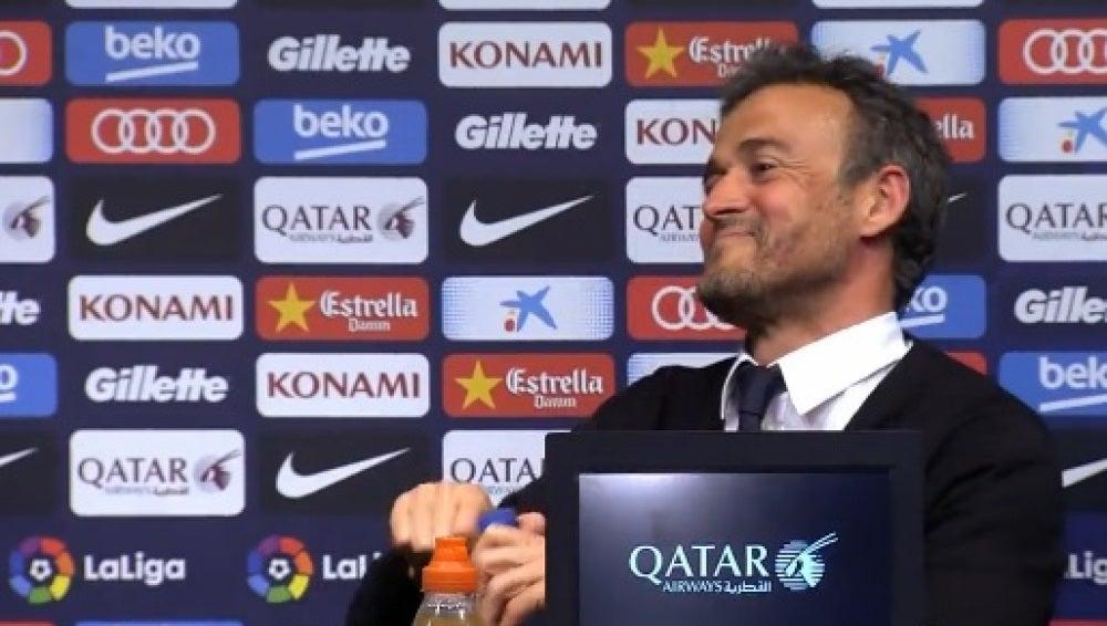 Luis Enrique bromea en rueda de prensa
