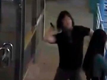 Brutal agresión a una mujer a martillazos en plena calle