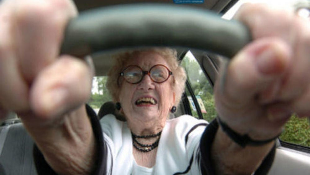 Anciana al volante