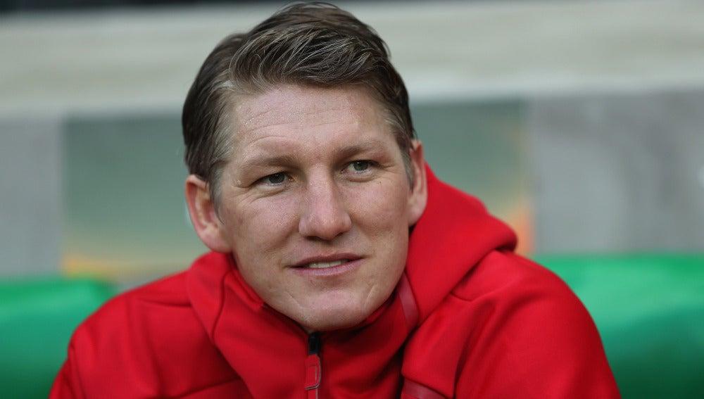 Bastian Schweinsteiger, sonriente en el banquillo