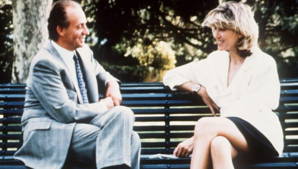 El rey entrevistado por Selina Scott en 1992