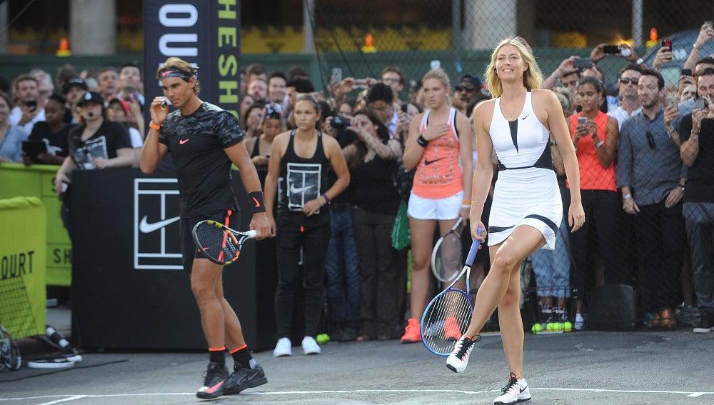 Rafa Nadal y Sharapova, durante un evento publicitario
