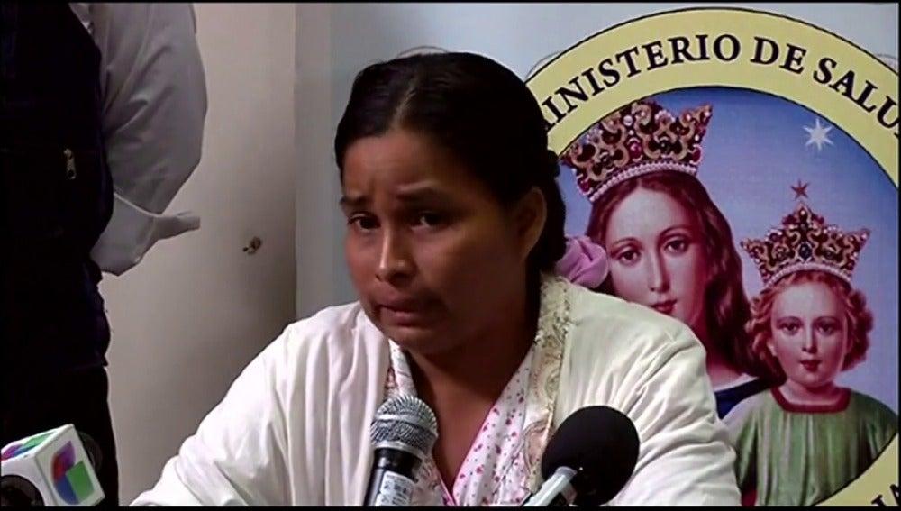 """Frame 33.910902 de: La mujer que logró salir viva de una avalancha de lodo en Perú: """"No quería que mis hijas se quedasen sin madre y traté de salir"""""""