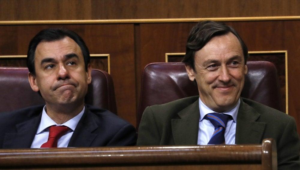 Rafael Hernando y el coordinador general del PP, Fernando Martínez-Maillo