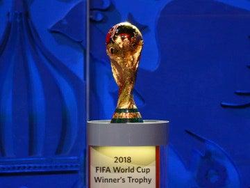 El trofeo del Mundial de fútbol