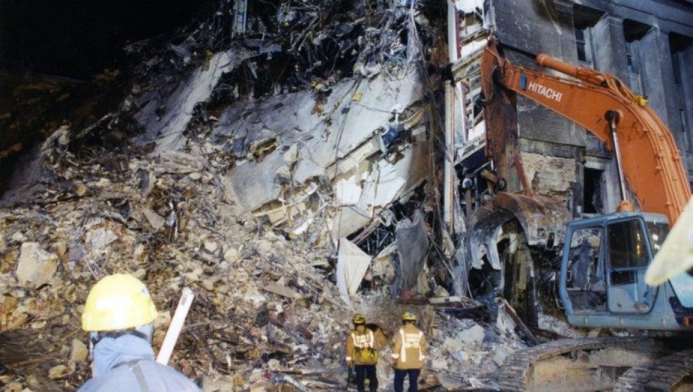 El agujero en la pared del Pentágono tras el impacto del avión