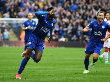 Ndidi celebra un gol