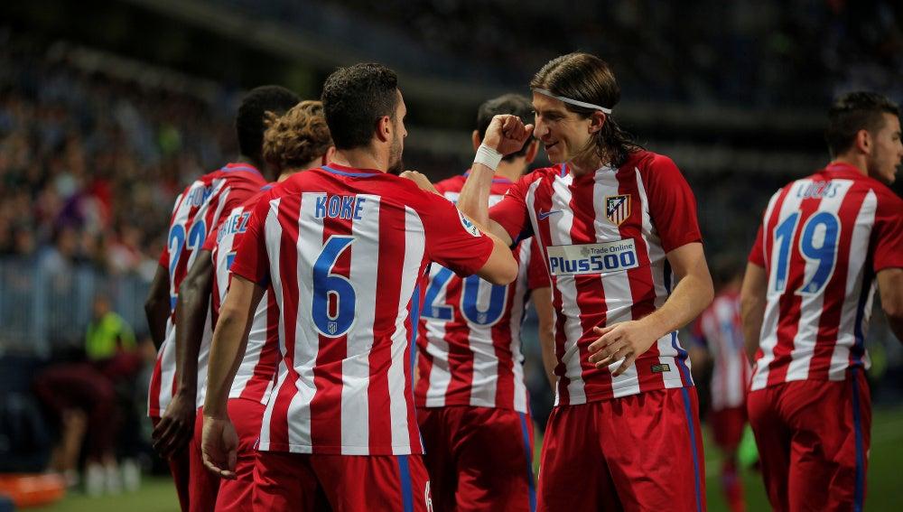 Los jugadores del Atlético de Madrid celebran el gol de Koke contra el Málaga