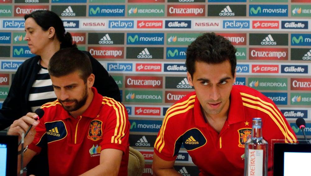 Piqué y Arbeloa, juntos en una rueda de prensa