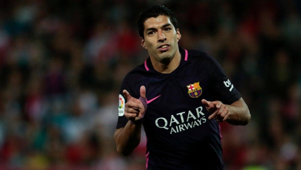 Luis Suárez, celebrando su gol contra el Granada