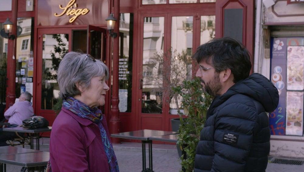Dolorès Roqué charla con Jordi Évole