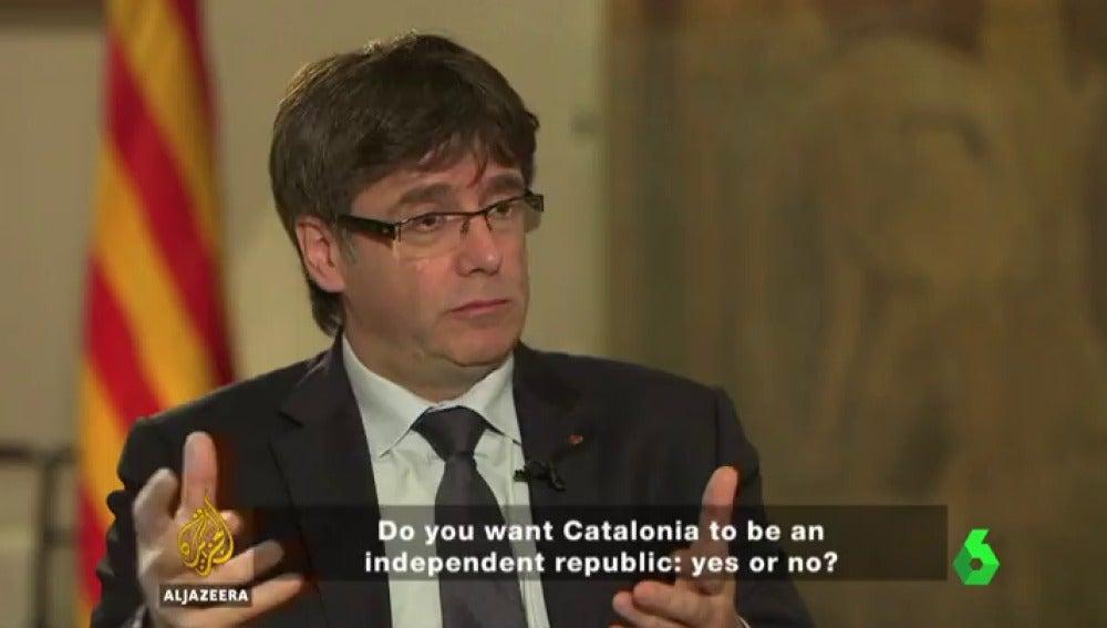 Frame 26.987561 de: Puigdemont plantea tres posibles preguntas para el referéndum independentista