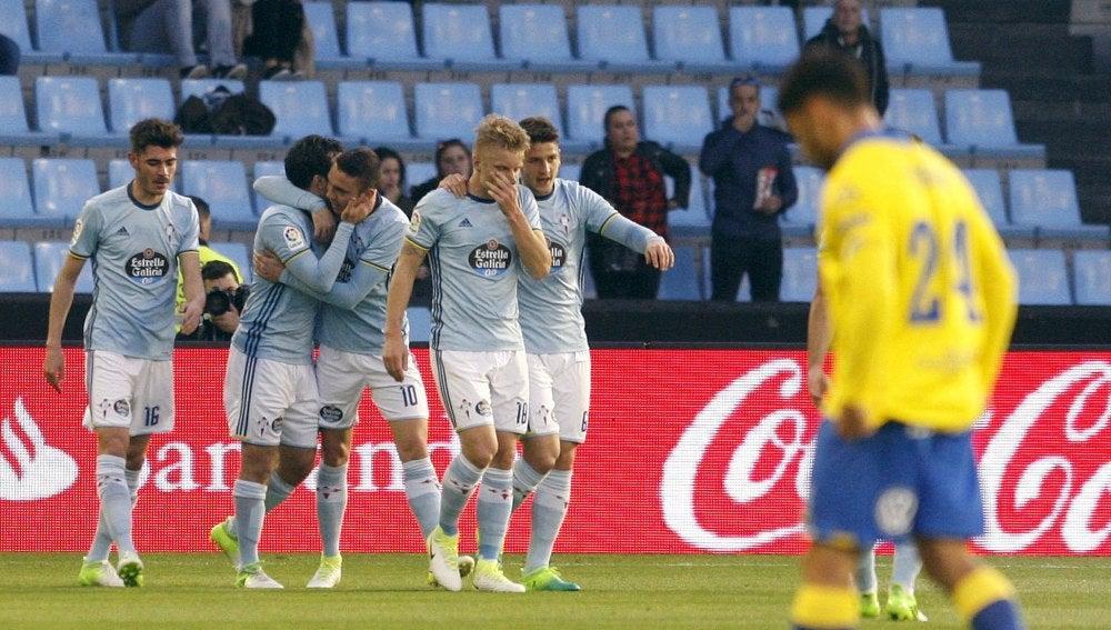 Los jugadores del Celta de Vigo celebran un gol