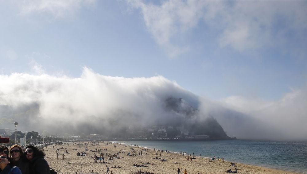 Nubes en la bahía de La Concha, en San Sebastián