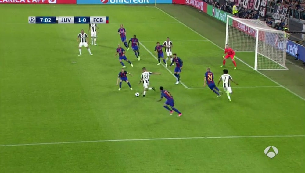 Frame 35.204285 de: El zurdazo de Dybala al segundo palo para poner el 1-0 en el Juventus - Barcelona